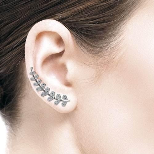 Questo tipo di orecchini si abbinano perfettamente a qualsiasi tipo di  look e2520fba7b3